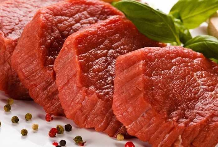 """Thịt đỏ nằm trong nhóm thực phẩm khó tiêu hóa. Chúng sẽ làm bạn trở nên uể oải, lười vận động trong quá trình """"lâm trận""""."""