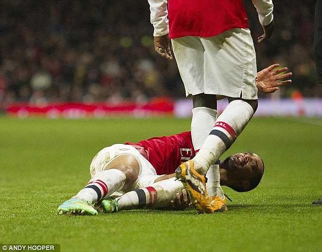 Chấn thương mà Walcott gặp phải là trong trận đấu với Tottenham vào tháng 1/2014