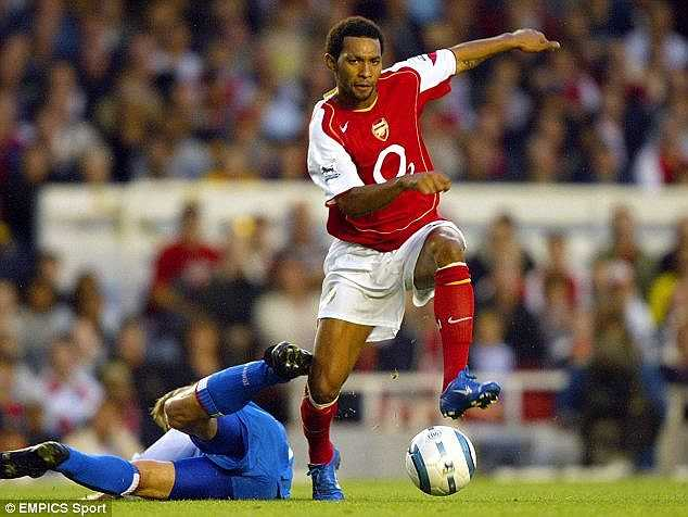 Hiện Pennant đang thi đấu cho Birmingham. Khi còn ở đỉnh cao sự nghiệp, tiền vệ chạy cánh 31 tuổi đã từng thi đấu cho Arsenal, Liverpool, Stoke City...
