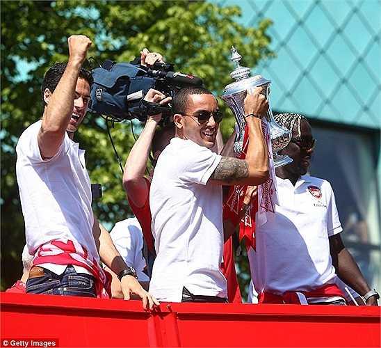 Niềm an ủi duy nhất cho Walcott là chức vô địch FA của Arsenal sau 8 năm trắng tay