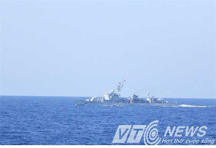 Tàu Trung Quốc ngang nhiên bảo vệ giàn khoan Hải Dương 981 tại vùng biển Việt Nam.