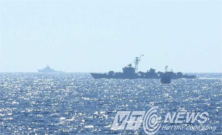 Hình ảnh các tàu Trung Quốc bao vây tàu Việt Nam.