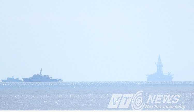 Tàu Trung Quốc tập trung số đông xung quanh giàn khoan Hải Dương 981.