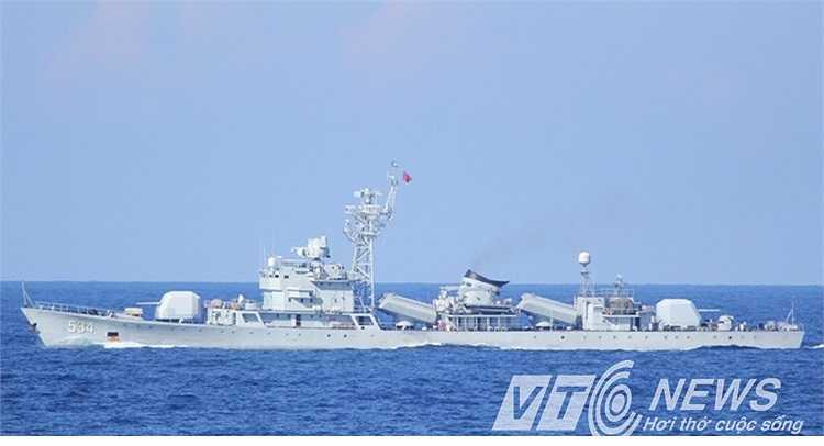Cận cảnh tàu hộ vệ tên lửa của Trung Quốc.