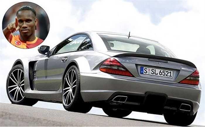 Cựu tiền đạo của CLB Chelsea là Didier Droba sở hữu một bộ sưu tập xe. Trong gara của cầu thủ người Bờ Biển Ngà có nhiều chiếc xe sang, nhưng đắt nhất vẫn là chiếc Mercedes-Benz CL- 65 AMG trị giá 150.000 bảng Anh (tương đương 252.400 USD).