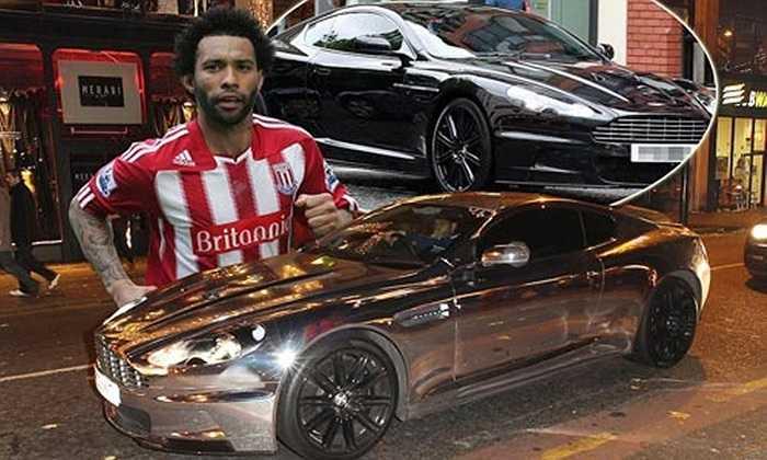 Trong sự nghiệp bóng đá của mình, Jermaine Pennant đã chơi cho 8 đội bóng khác nhau. Hiện tại cầu thủ của Stoke City đang sở hữu chiếc Aston Martin DBS Chrome có giá lên tới 170.000 bảng Anh (khoảng 286.000 USD).