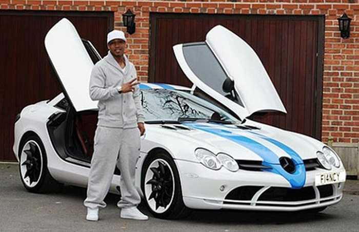 Cựu cầu thủ của Liverpool và Leeds United  từng có mặt trong danh sách 'những chiếc xe xấu nhất của cầu thủ bóng đá', nhưng điều này không ngăn Diouf đứng thứ 2 trong bảng danh sách này. Chiếc siêu xe Mercedes- Benz SLR McLaren này có giá lên tới 420.000 (khoảng 707.000 USD).