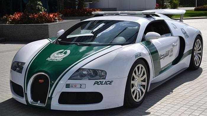 Cảnh sát Dubai sở hữu dàn xe ấn tượng nhất với Lamborghini Aventador, Ferrari FF, Bugatti Veyron, Mercedes-Benz SLS AMG, Nissan GT-R, McLaren MP4-12C và Audi R8, dùng để đi tuần các khu du lịch, còn Toyota Camry làm nhiệm vụ ở ngoại ô.
