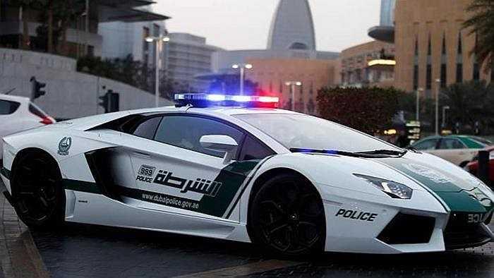 Có lẽ không nơi nào so bì được Dubai về độ hoành tráng và chịu chơi khi tậu dàn siêu xe làm xe cảnh sát tuần tra.