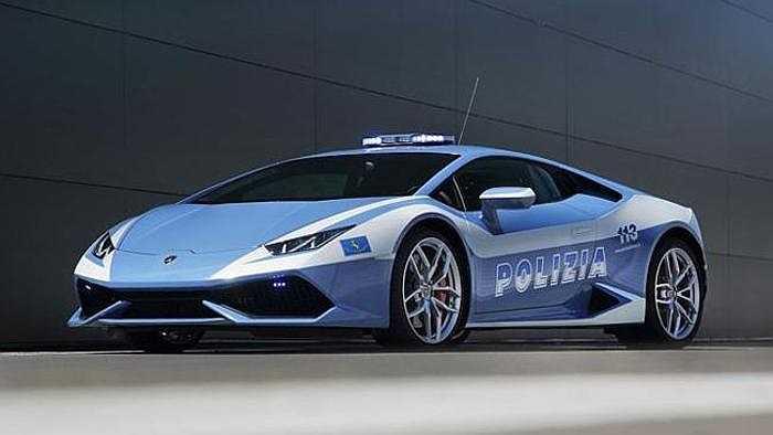Siêu xe Lamborghini Huracan - vừa được trao tặng cho cảnh sát Italia, bổ sung thêm vào bộ sưu tập xe của cảnh sát nước này gồm Lotus Evora S và Lamborghini Gallardo. Huracan có thiết bị giữ lạnh cực tốt, dùng để chuyên chở các bộ phận với vận tốc lên tới 325km/h.