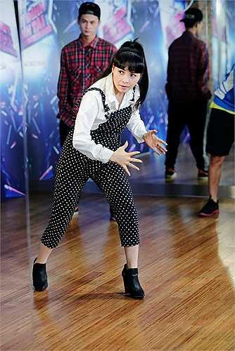 Tuần này, với chủ đề nhạc R&B,  Trang Nhung lại tiếp tục bị rơi vào tình huống khó.