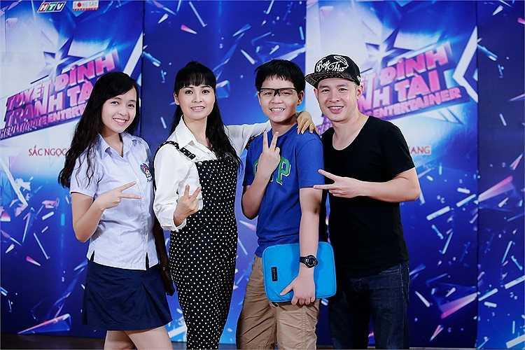 Con trai của Trang Nhung cũng đến ủng hộ mẹ.