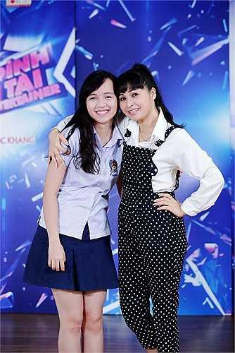 Được biết, cô bé tên Phương Mai, 17 tuổi và học rất giỏi. Dù hát hay, nhảy tốt nhưng Trang Nhung chưa có ý định cho con gái tham gia vào showbiz.