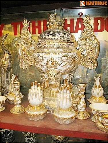 Bộ đồ thờ sẽ được dâng vào nơi an nghỉ của Đại tướng Võ Nguyên Giáp tại quê nhà của Đại tướng.