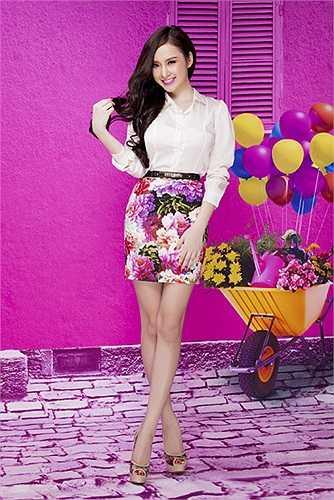 Cũng chính vì ăn mặc thiếu vải mà Angela Phương Trinh bị cấm biểu diễn 6 tháng.