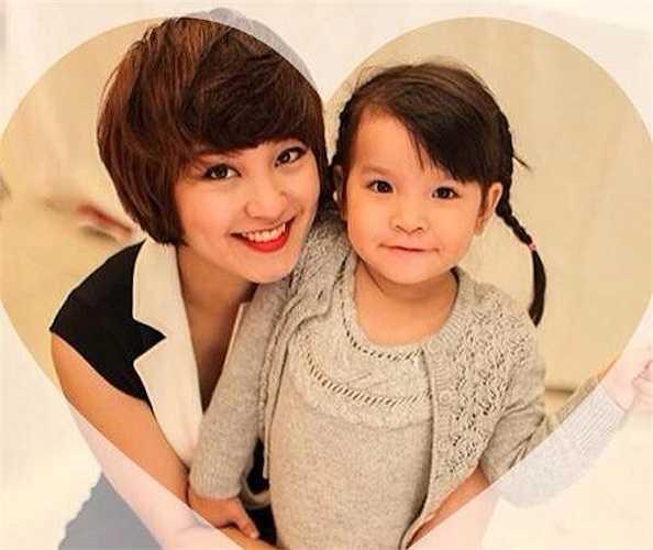 'Công chúa' Bào Ngư nhà Mi Vân mang những đường nét của mẹ. Bào Ngư có một gương mặt bầu bĩnh, đôi mắt sâu và thu hút.