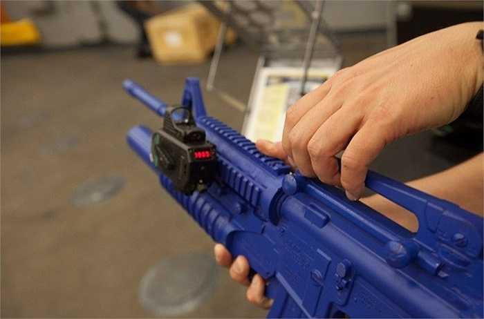 Với việc áp dụng khoa học và công nghệ vào vũ khí có trong biên chế, việc sử dụng các loại vũ khí trên ngày càng trên nên dễ dàng hơn