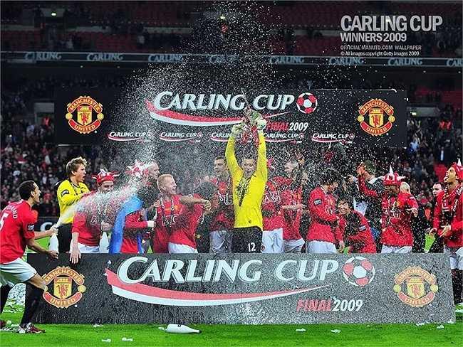 Hoàn thành cú đúp danh hiệu trong mùa giải này với chức vô địch Carling Cup.