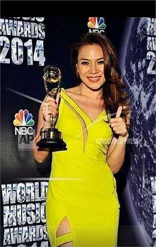 Mới đây nhất, cô khiến người hâm mộ tự hào khi mang về giải thưởng danh giá Best-selling artists from each major territory - Nghệ sĩ có album bán chạy nhất lãnh thổ (Việt Nam).