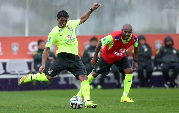 Tiền vệ Fernandinho của Man City