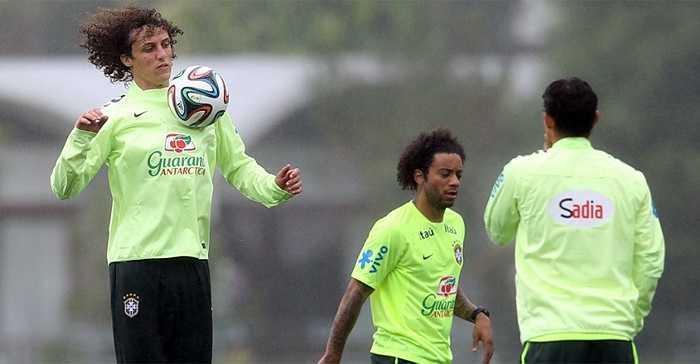 Daniel Alves hậu vệ đang khoác áo Chelsea