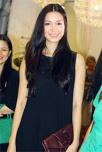 Nhiều người nhận xét, hoa hậu 9X mang một vẻ đẹp rất Á Đông nhưng vẫn kiêu sa, lộng lẫy.