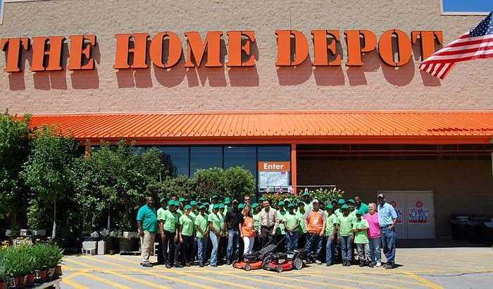 Hom Depot – 25,7 tỷ USD: Mới thành lập vào năm 1978, Home Depot là thương hiệu phát triển nhanh nhất tại Mỹ. Không chỉ thành công ở thị trường Bắc Mỹ hiện nay Home Depot đã tấn công và thâu tóm 12 cửa hàng bán lẻ của  thị trường Trung Quốc.