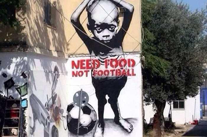 'Tôi cần cái ăn, không cần bóng đá' (Need food, not fooball) là thông điệp đắng cay mà người dân nghèo Brazil muốn đưa ra