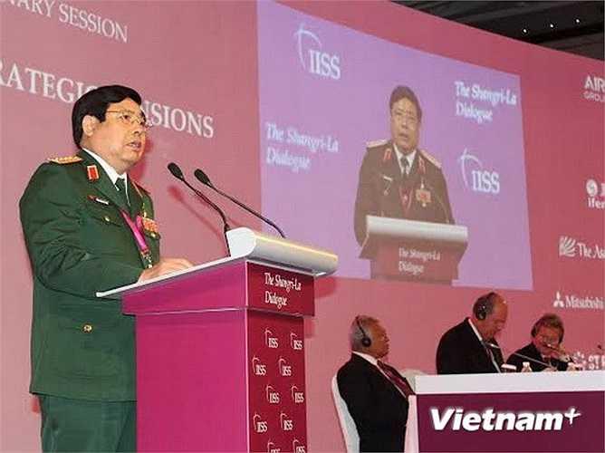 Ngày 31/5, tại Hội nghị Thượng đỉnh An ninh châu Á (Đối thoại Shangri-La) lần thứ 13 đang diễn ra tại Singapore, Đại tướng Phùng Quang Thanh, Ủy viên Bộ Chính trị, Bộ trưởng Bộ Quốc phòng Việt Nam, đã có bài phát biểu tại phiên họp toàn thể với chủ đề 'Quản lý những căng thẳng chiến lược'
