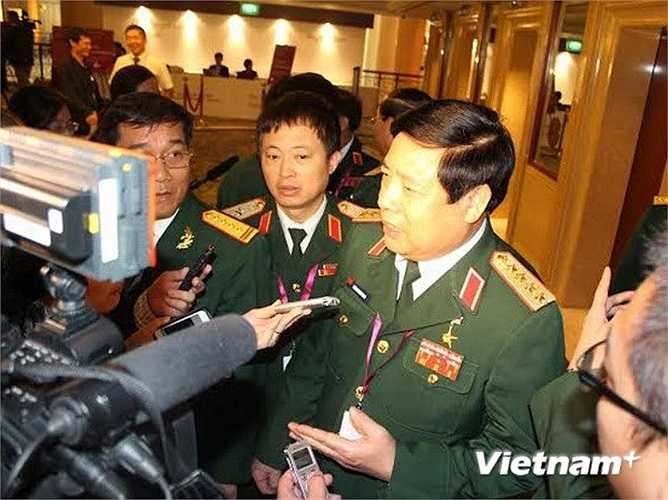 Bộ trưởng Quốc phòng Phùng Quang Thanh trả lời phỏng vấn ngày 31/5. (Ảnh: Lê Hải/Vietnam+)