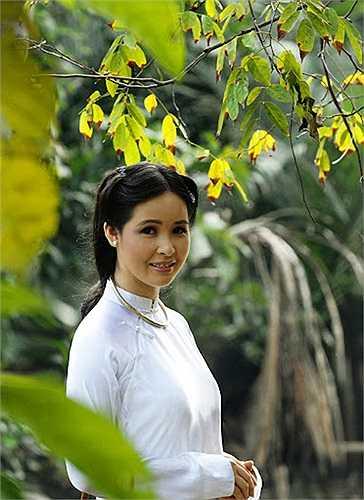 Trang Nhung được biết đến với danh hiệu ca sỹ trăm tỷ