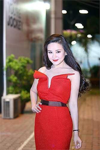 Vy Oanh được mệnh danh là nữ ca sỹ tiền tỷ