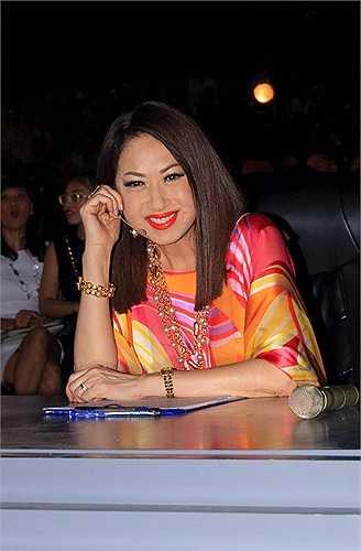 Sau khi trở về Việt nam, Ý Lan cũng rất nhiệt tình tham gia vào các hoạt động của 'Tuyệt đỉnh tranh tài' để theo sát tiến độ của chương trình cũng như từng thí sinh, chính vì vậy mà dường như nữ danh ca đã quen với vai trò mới.