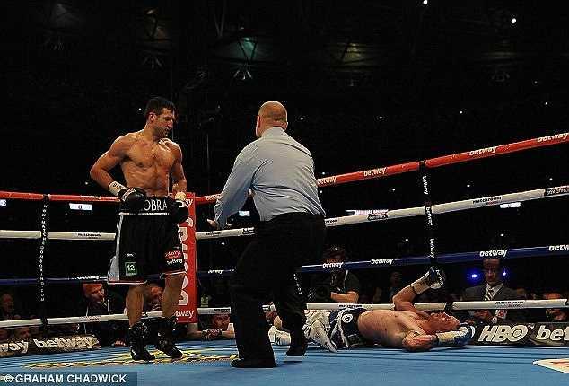George Groves không thể đứng dậy được nữa và chấp nhận thua knockout trước đối thủ.