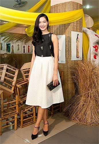 Hoa hậu Thuỳ Dung vui vẻ nghỉ dưỡng tại Đà Nẵng