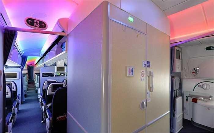 Hệ thống ánh sáng LED tạo nên một không gian sang trọng trong khoang giúp sáng hơn, tiết kiệm điện hơn và bền hơn so với đèn huỳnh quang.