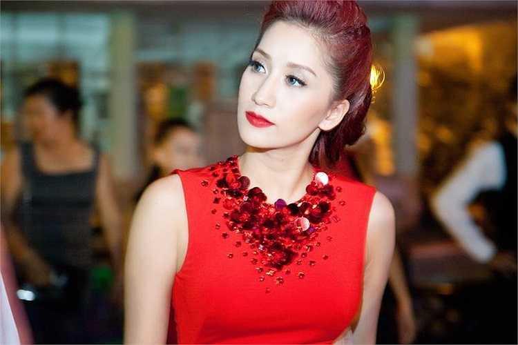 Khánh Thi xinh đẹp khi tham gia các chương trình dance sport.