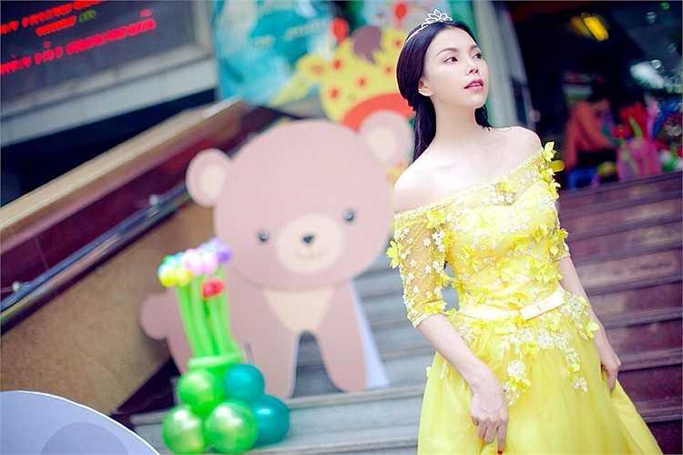 Trà Ngọc Hằng xinh đẹp trong thiết kế lộng lẫy như công chúa.