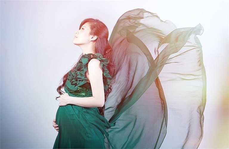Đan Lê khoe ảnh chuẩn bị được làm 'Hoa hậu tại gia'. Người đẹp sắp sinh em bé thứ hai cho đạo diễn Khải Anh.