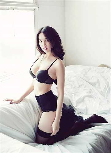Ngọc Trinh dùng chính thương hiệu của mình để mở rộng chuỗi cửa hàng kinh doanh làm đẹp, thời trang.