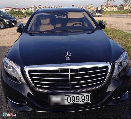 Mẫu sedan hạng sang Mercedes-Benz S500 biển số đẹp. Giá bán chính hãng của model này là gần 6 tỷ đồng.