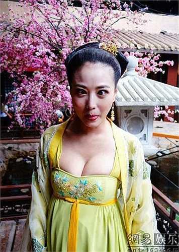 Trang phục thời Đường được coi là phóng khoáng và diêm dúa nhất trong số các triều đại phong kiến Trung Hoa cổ đại.