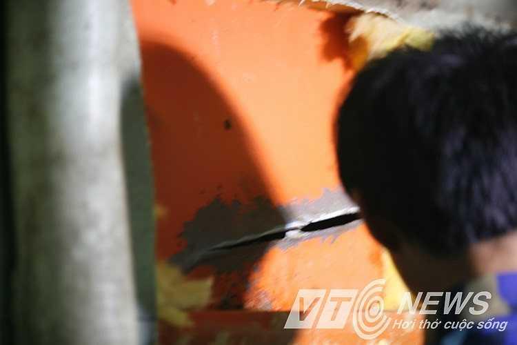 Lỗ thủng trên tàu Cảnh sát biển Việt Nam sau cú đâm va của tàu Trung Quốc.