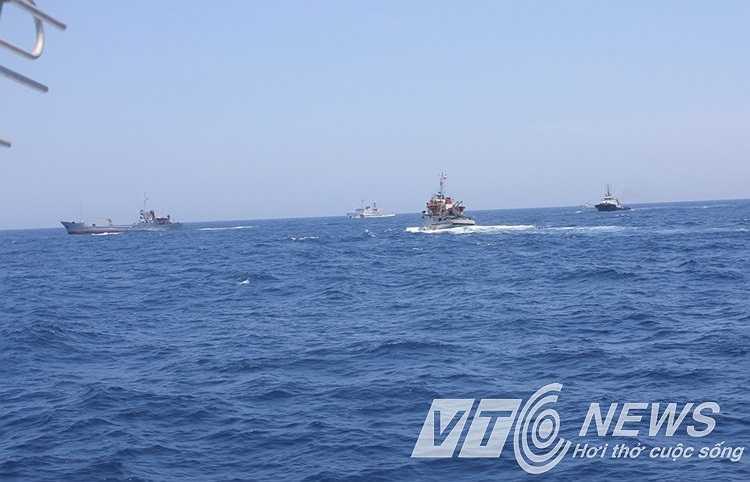 Trung Quốc luôn bố trí số đông tàu bảo vệ xung quanh giàn khoan và cản trở tàu Việt Nam làm nhiệm vụ.