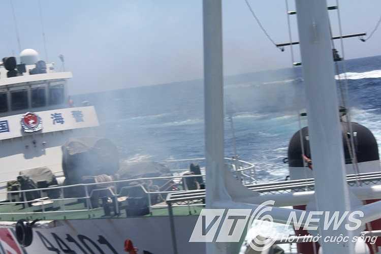 Hung hãn đâm va vào tàu Việt Nam.