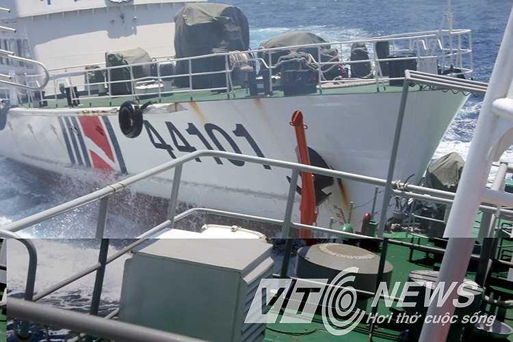 Hình ảnh cho thấy sự hung hăng, ngang ngược của Trung Quốc tại vùng biển của Việt Nam.
