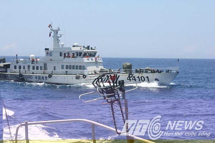 Mặc dù tình hình trên biển khá phức tạp và nguy hiểm nhưng các chiến sỹ cảnh sát biển vẫn giữ tinh thần vững vàng, quyết tâm bảo vệ chủ quyền đất nước.(PV Quang Tùng cập nhật từ Hoàng Sa)