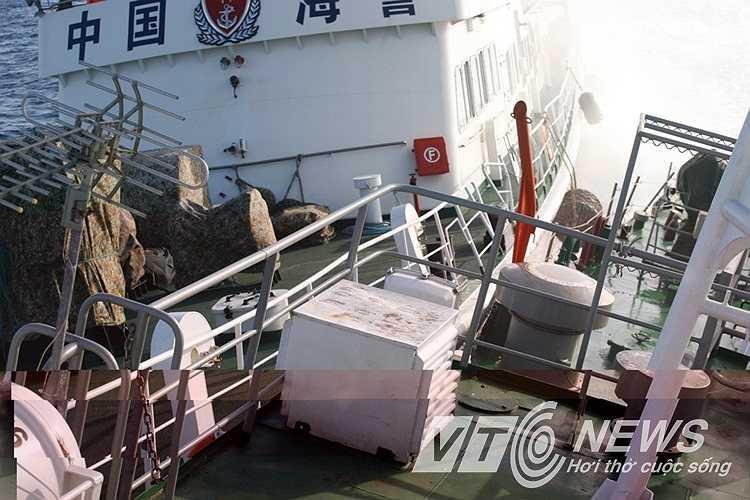 Cú đâm va mạnh khiến tàu Cảnh sát biển Việt Nam bị thủng 4 chỗ.