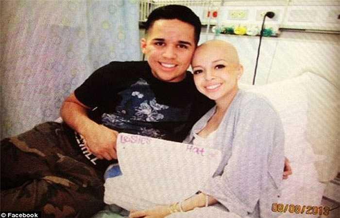 1.Leslie Rivera (18 tuổi) sống tại Murrieta, California, Mỹ phát hiện mình mắc bệnh ung thư bạch cầu từ tháng 4/2013 khi vừa tốt nghiệp trung học. Từ ngày bạn gái phải nhập viện, anh chàng Daniel Mendez luôn ở bên chăm sóc, động viên.
