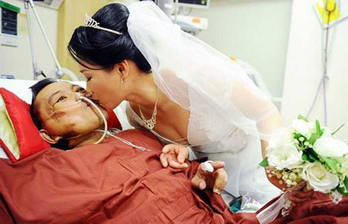Mei Mei cho biết, mặc dù đã phải cắt bỏ chân trái cùng các ngón chân phải vào đầu năm nay, sức khỏe cũng ngày một yếu đi nhưng Guan Yeow vẫn cố gắng bám trụ từng ngày vì vợ.